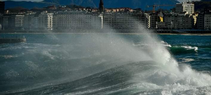 Φονική καταιγίδα Eleanor σαρώνει την δυτική Ευρώπη [εικόνες]