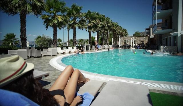 Απειλείται με μπουλντόζες η πισίνα του Valis