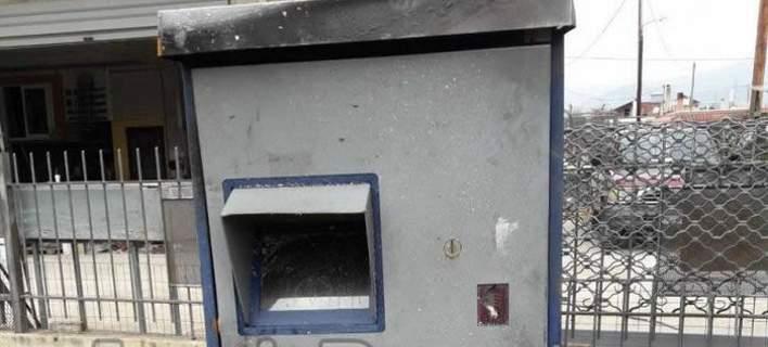 «Σήκωσαν» τον αυτόματο πωλητή εισιτηρίων από το ΤΕΙ Λαμίας. Βρέθηκε κατεστραμμένος σε χωράφι