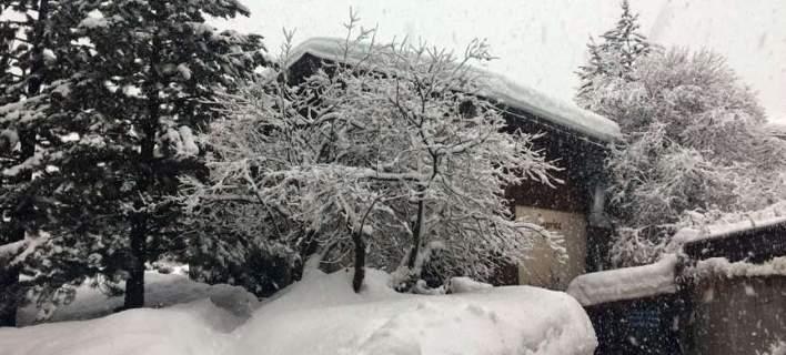 Ελβετία: Τέλος στην ταλαιπωρία για τους 13.000 τουρίστες που έχουν αποκλειστεί σε χειμερινό θέρετρο