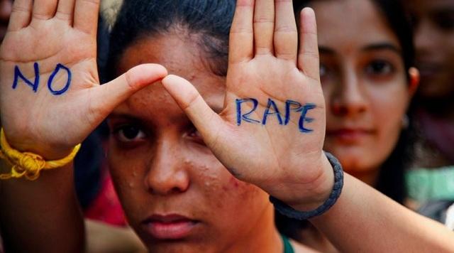Ινδία: «Ταπεινωτικές ιατρικές εξετάσεις στα θύματα βιασμών» καταγγέλλουν ακτιβιστές