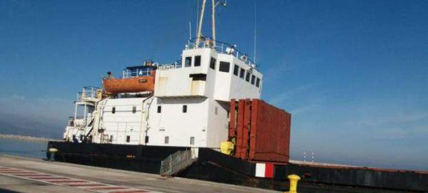 Απομακρύνεται το πλοίο-βόμβα από το λιμάνι του Ηρακλείου