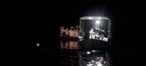 Σκάφος με 29 πρόσφυγες προσάραξε σε παραλία του Ληξουρίου