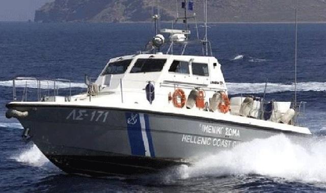 Αλιευτικό παρασύρθηκε από τους ανέμους στα Κάτω Λεχώνια