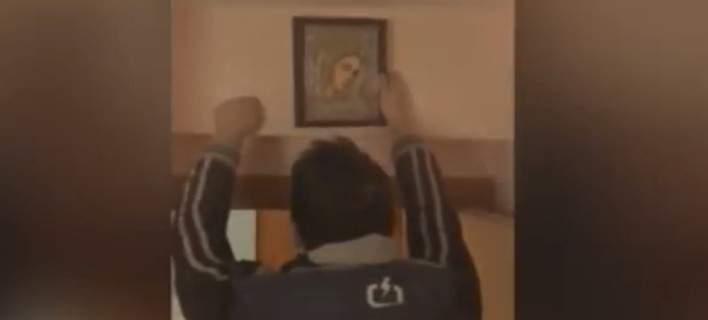 Εκρυβαν κοκαΐνη σε κρύπτη πίσω από την εικόνα της Παναγίας