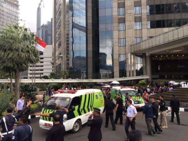 Πανικός στην Τζακάρτα: Κατέρρευσε η οροφή του χρηματιστηρίου