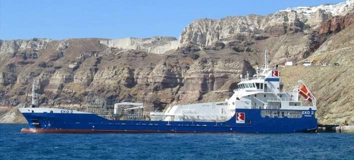 Προσάραξη δεξαμενόπλοιου στο λιμάνι των Ψαρών. Κόλλησε σε αβαθή