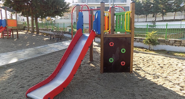 Νέα, σύγχρονη παιδική χαρά στο Σέσκλο