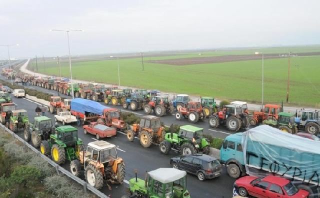 Μπλόκα αγροτών σε όλη τη χώρα από τη Δευτέρα
