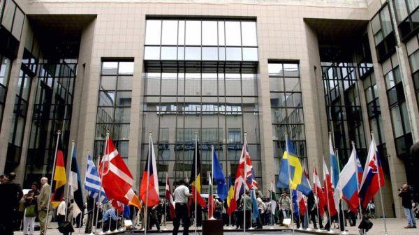 Η ΕΕ βγάζει 8 χώρες από τη λίστα των φορολογικών παραδείσων