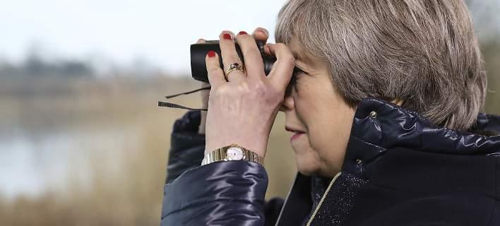 Βρετανία: Η Τερέζα Μέι διόρισε υπουργό... Μοναξιάς. Ποια τα καθήκοντά της