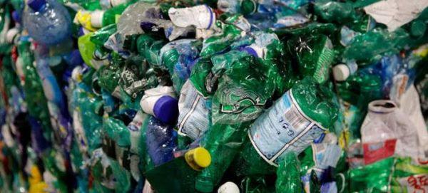 Η ΕΕ «κηρύσσει πόλεμο» στα πλαστικά απορρίμματα