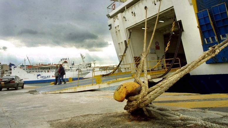 Προβλήματα από τους ανέμους: Δεμένα όλα τα πλοία