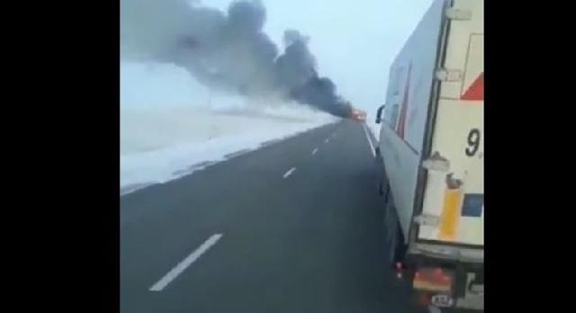 Απίστευτη τραγωδία στο Καζακστάν: 52 νεκροί μετά από φωτιά σε λεωφορείο [βίντεο]