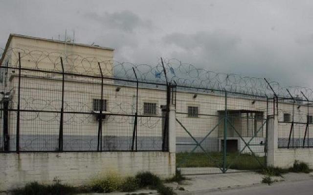 Γεωργιανός έσπασε το τζάμι του σκοπού των Φυλακών Βόλου