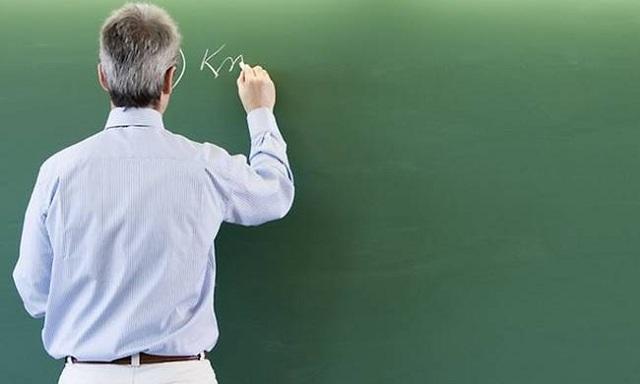 Εκπαιδευτικοί γεράζουν στις έδρες
