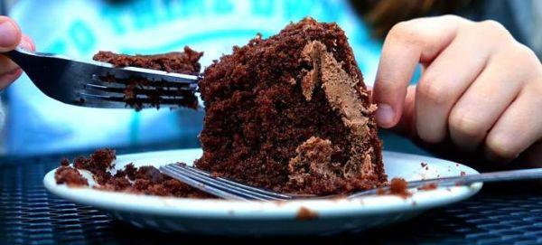 Αυτός είναι ο λόγος που πέφτουμε με τα μούτρα στη σοκολάτα