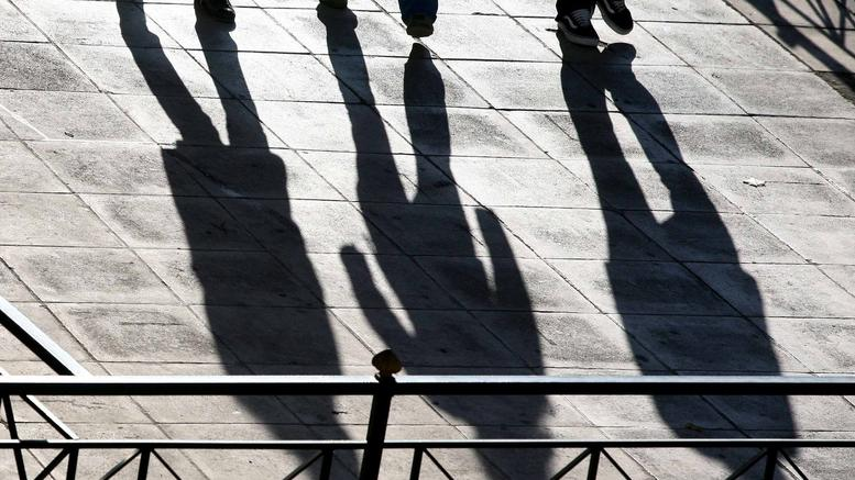 DW: Σε άθλιες δουλειές ημιαπασχόλησης οι Ελληνες