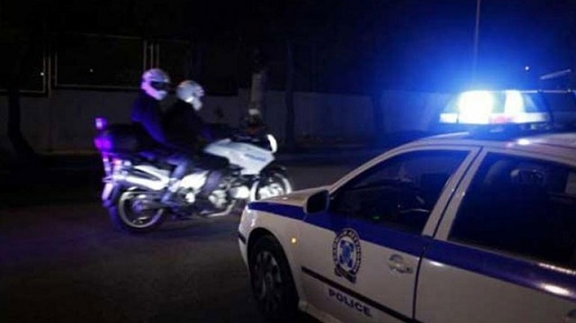Αστυνομική επιχείρηση για γυναίκα που απειλούσε να πέσει στο κενό