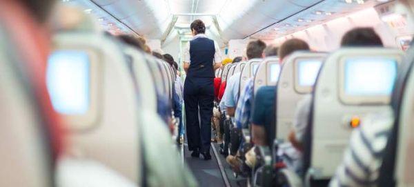 Ο λόγος για τον οποίο δεν πρέπει να βγάζεις τα παπούτσια σου στο αεροπλάνο