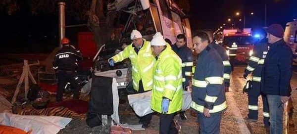 Δυστύχημα στην Τουρκία: Λεωφορείο έπεσε πάνω σε δέντρα