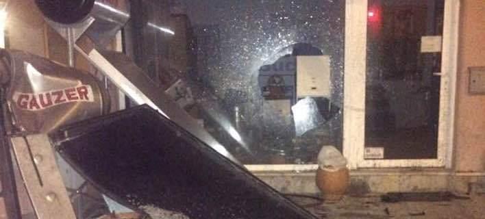 Λάρισα: Οδηγός «απογείωσε» το αυτοκίνητο και ισοπέδωσε τα πάντα στο πέρασμά της