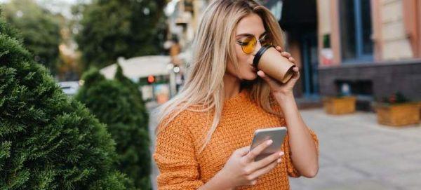 Tech neck: Το σύγχρονο πρόβλημα και πώς μπορείς να το αντιμετωπίσεις