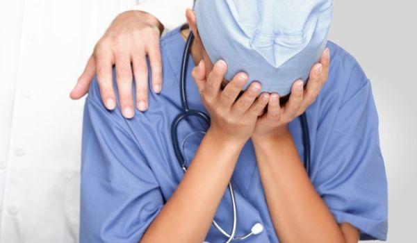 Στον αέρα εννιά επικουρικοί γιατροί ~ Από τις προσλήψεις... στις απολύσεις
