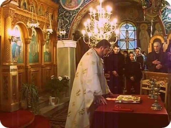 Στο εκκλησιαστικό συμβούλιο ο πολυέλαιος
