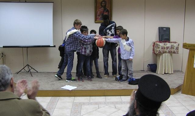 Τα παιδιά της «Κιβωτού» συγκίνησαν στην γιορτή του «Εσταυρωμένου»