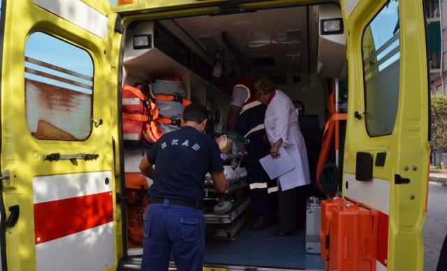 Τρίκαλα: Μηχανάκι έπεσε σε βυτιοφόρο. Σοβαρός τραυματισμός 72χρονου