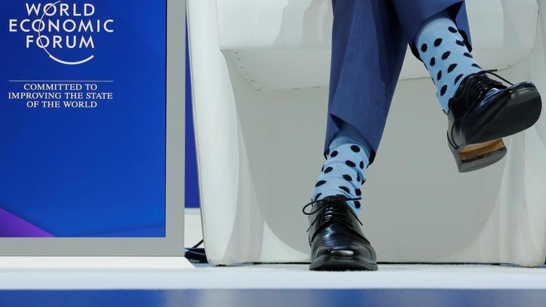 Ποιος πρωθυπουργός φόρεσε αυτές τις απίθανες κάλτσες στο Νταβός;
