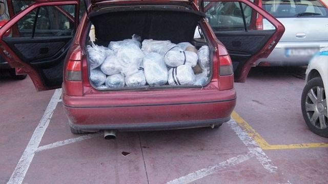 Έκρυβε στο αυτοκίνητό του 130 κιλά κάνναβη