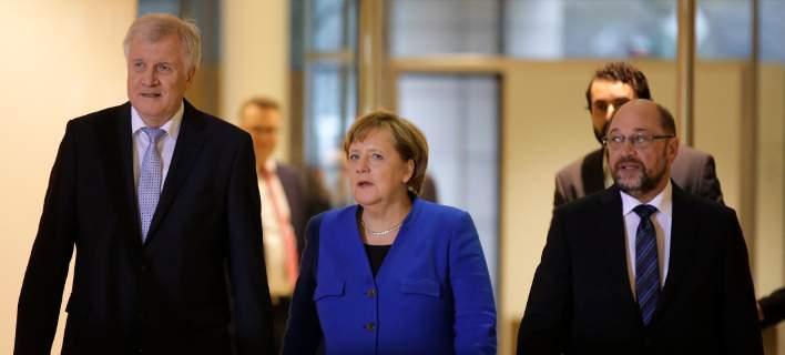 Γερμανία: Αρχίζουν οι διαπραγματεύσεις για τη νέα κυβέρνηση. Δημοσκοπικό σοκ για το SPD