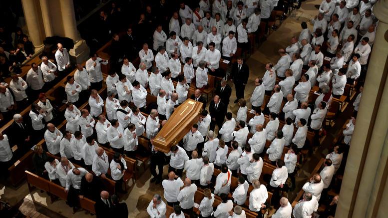 1.500 σεφ από όλο τον κόσμο αποχαιρέτησαν τον Πολ Μποκούζ στη Λιόν
