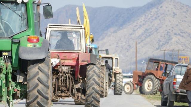 Κλείνουν το δρόμο οι αγρότες στον Πλατυκάμπου την Κυριακή