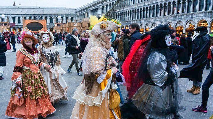 Χιλιάδες τουρίστες αποκλείστηκαν από τις εναρκτήριες εκδηλώσεις στο Καρναβάλι της Βενετίας
