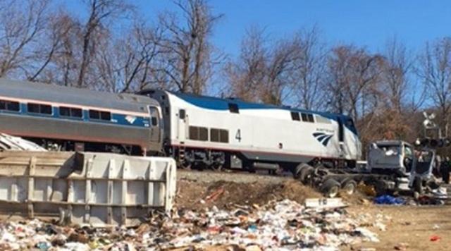 ΗΠΑ: Τρένο που μετέφερε ρεπουμπλικανούς γερουσιαστές συγκρούστηκε με απορριματοφόρο