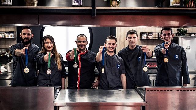 Σάρωσε τα μετάλλια σε Πανελλήνιο Διαγωνισμό Μαγειρικής το «ΙΕΚ ΑΚΜΗ»