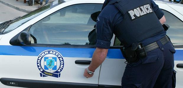 Εμπορος και δικηγόρος του Βόλου παρέλαβαν σε φάκελο πυροκροτητές