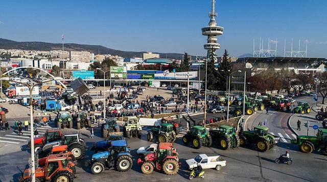 Κλιμακώνουν τις κινητοποιήσεις οι αγρότες. «Απόβαση» με τρακτέρ στη Θεσσαλονίκη