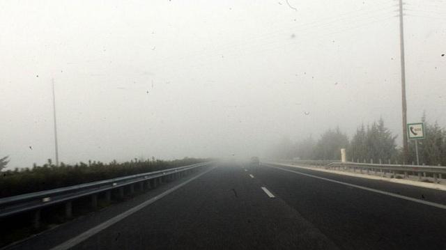 Ομίχλη «κατάπιε» την εθνική οδό Κορίνθου-Τριπόλεως [εικόνες]