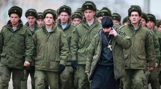 Ρωσία: Στην οδήγηση αρμάτων μάχης θα εκπαιδεύονται οι ορθόδοξοι ιερείς