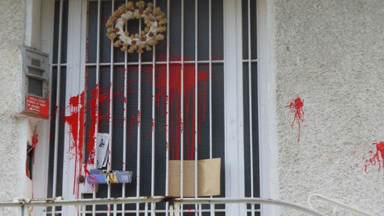 Επίθεση αντιεξουσιαστών στο σπίτι του Μίκη Θεοδωράκη