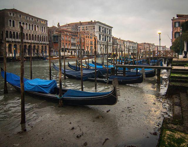 Τα κανάλια της Βενετίας «στέγνωσαν»