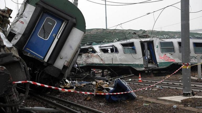 ΗΠΑ: Η επιβατική αμαξοστοιχία κινείτο σε λάθος σιδηροτροχιές πριν τη σύγκρουση με το εμπορικό τρένο