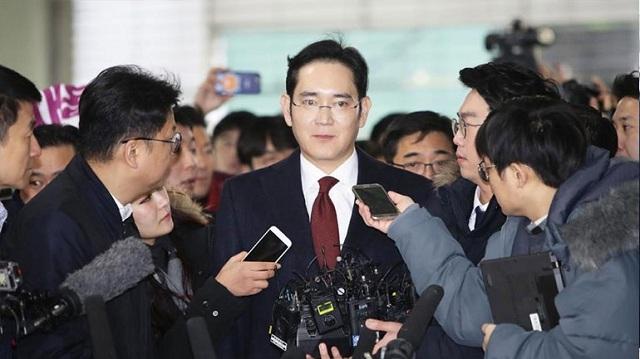 Αποφυλακίστηκε ο κληρονόμος της Samsung μετά από έναν χρόνο φυλακή