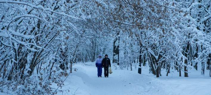 Θάφτηκε κάτω από το χιόνι η Μόσχα: Η σφοδρότερη χιονόπτωση όλων των εποχών [εικόνες]