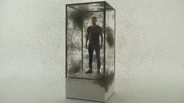 Ο Μπέκαμ σε κλουβί με 100.000 κουνούπια... για καλό σκοπό [βίντεο]