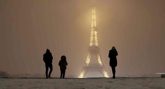Γαλλία: Κυκλοφοριακό χάος λόγω χιονοπτώσεων. Μποτιλιάρισμα άνω των 700 χλμ